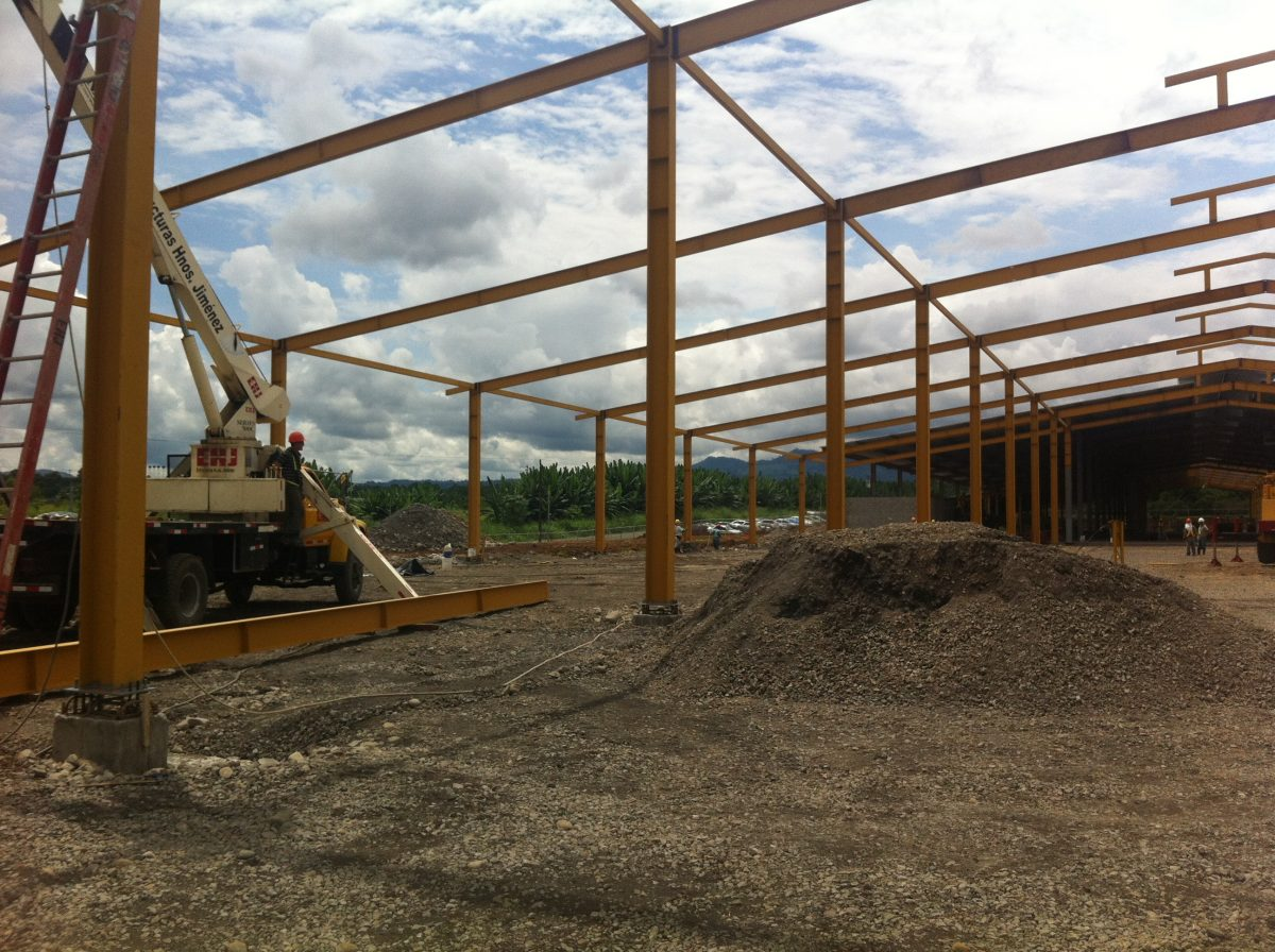 ADVANTAGES OF USING PIR or PUR INSULATED SANDWICH PANELS, Ventajas de paneles aislantes en la construcción agroindustrial